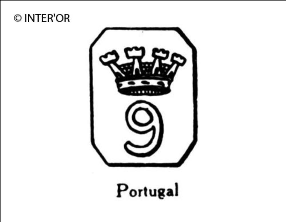 Chiffre 9 couronne dans un octogone