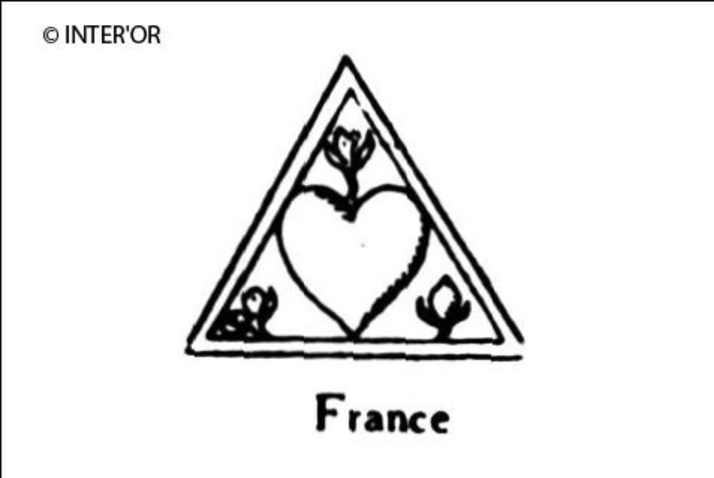 Cœur inscrit dans un triangle angle de trois fleurons