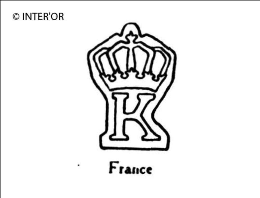 Lettre e couronnee