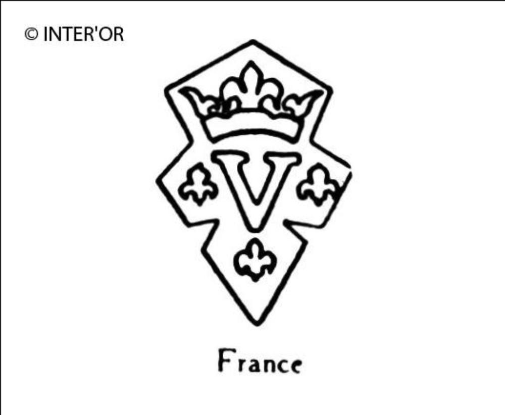 Lettre v couronnee entre 3 fleurs de lys