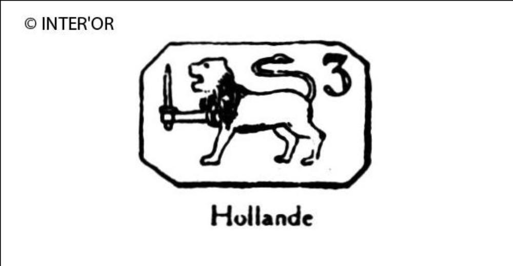 Lion debout tenant un glaive