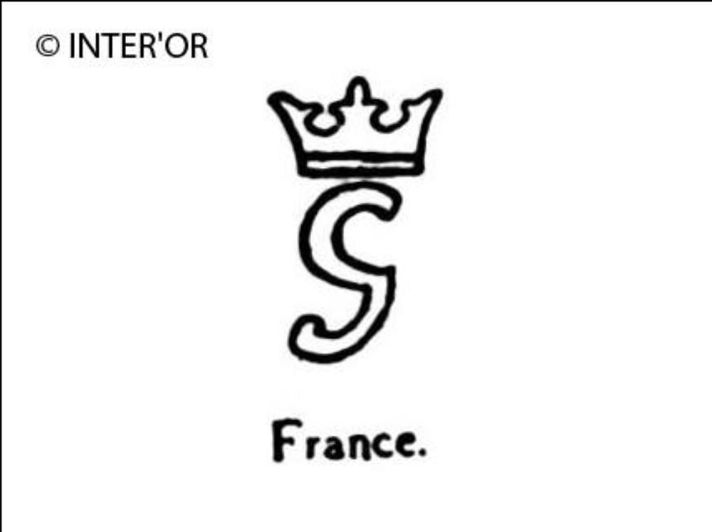 Petite lettre g couronnee
