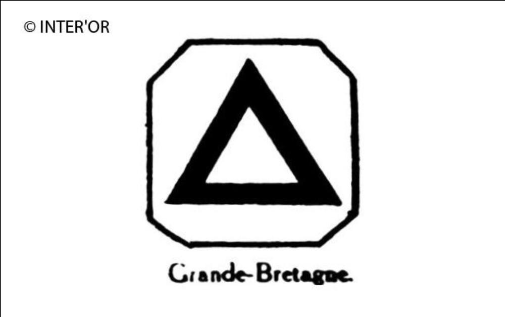 Triangle equilateral dans un carre a pans coupes